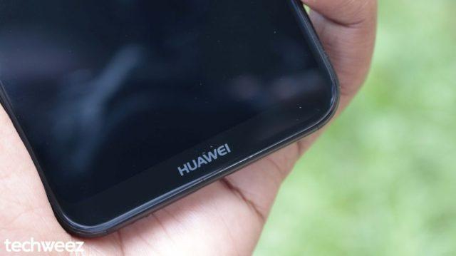 Huawei P20 Lite Chin Closeup