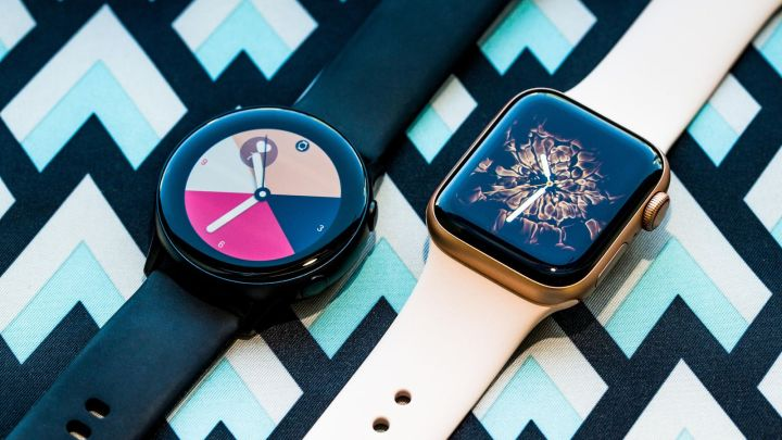 galaxy-watch-vs-apple-watch-1