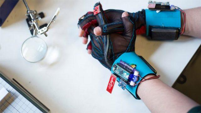 sign-gloves-2-680x383