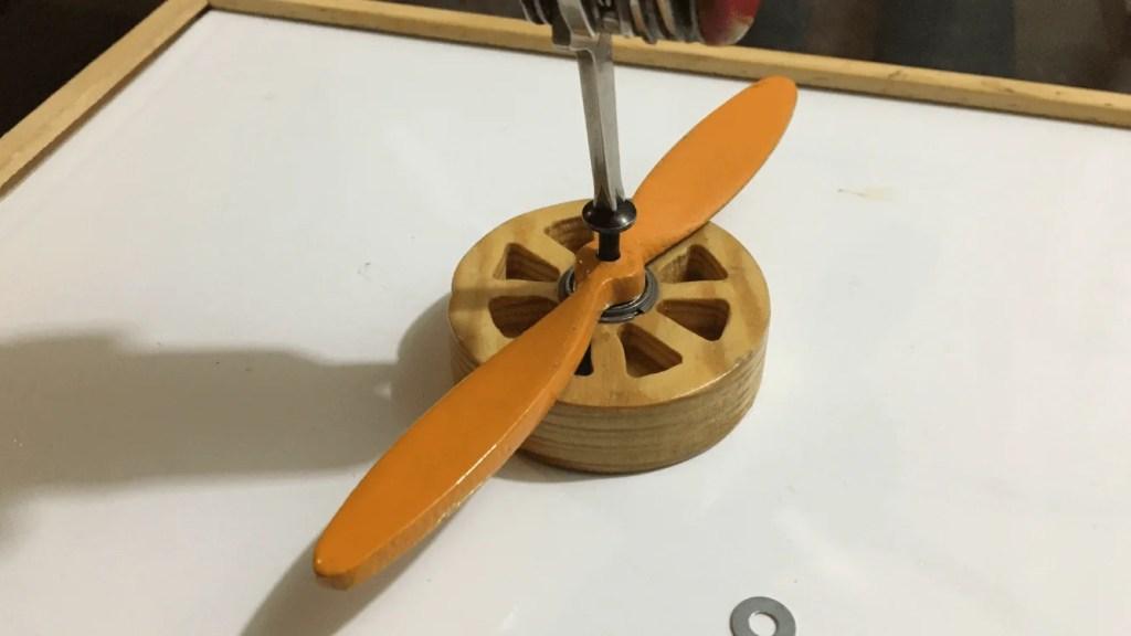 Montaje avión biplano madera