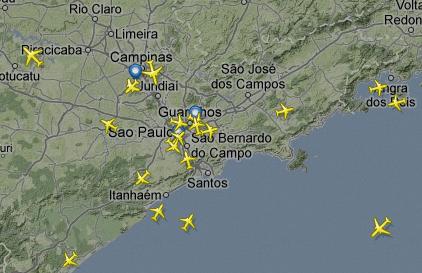 Mapa com as rotas dos voos comerciais em tempo real