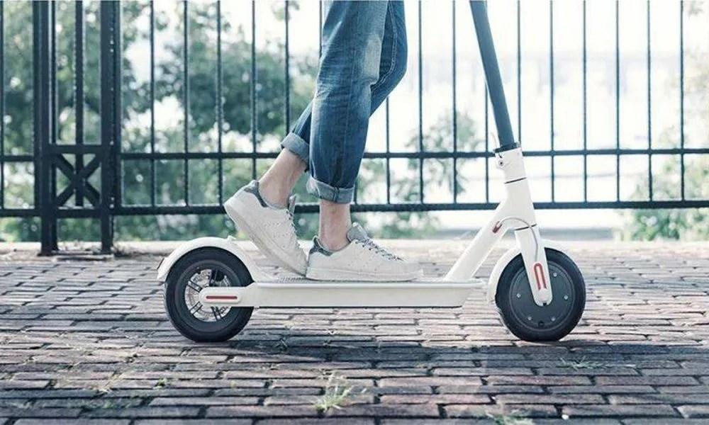 circular con patinete eléctrico
