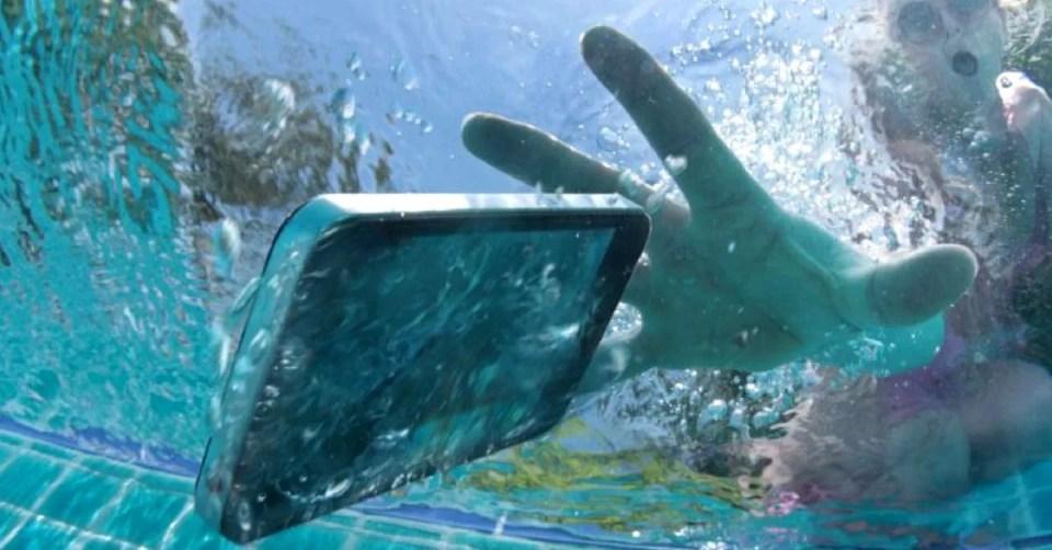 Cómo recuperar un móvil que ha caído al agua