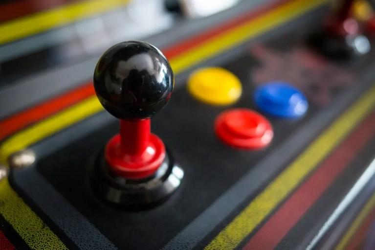 montar una máquina arcade