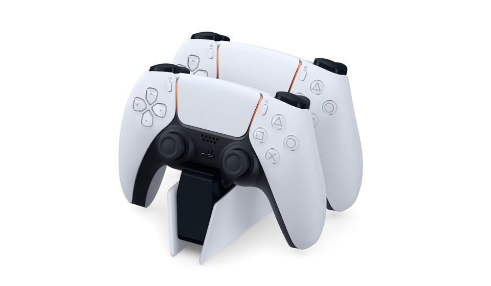 El DualShock 5 tiene un accesorio para cargar 2 mandos a la vez