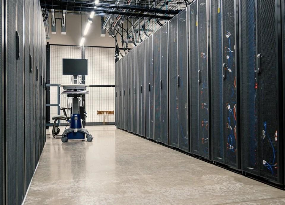 El servidor dedicado suele alojarse en centros de datos