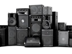 Los 5 mejores altavoces activos de hasta 600 W RMS para DJ moviles
