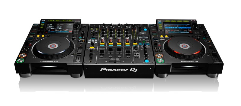 PIONEER_PDJ_CDJ-2000NXS2_DJM-900NXS2_CONFIGURATION_WHITE_BG_LR