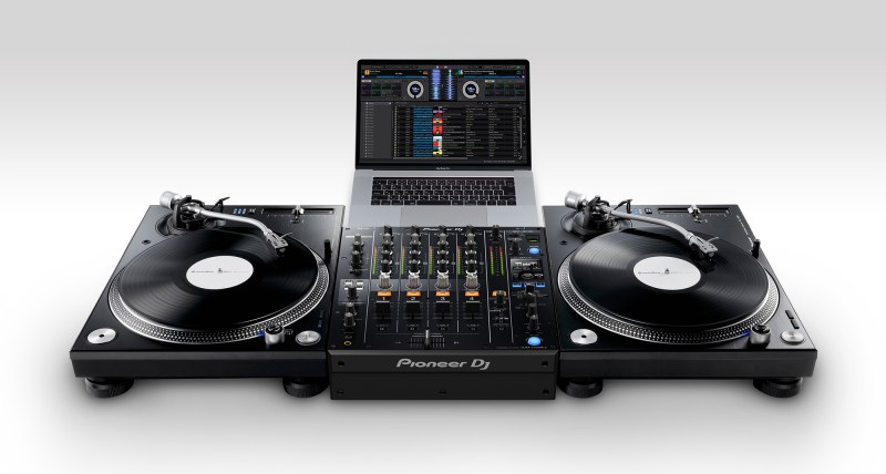 Pioneer-DJM-750MK2_PLX-1000_po_set_low_0728