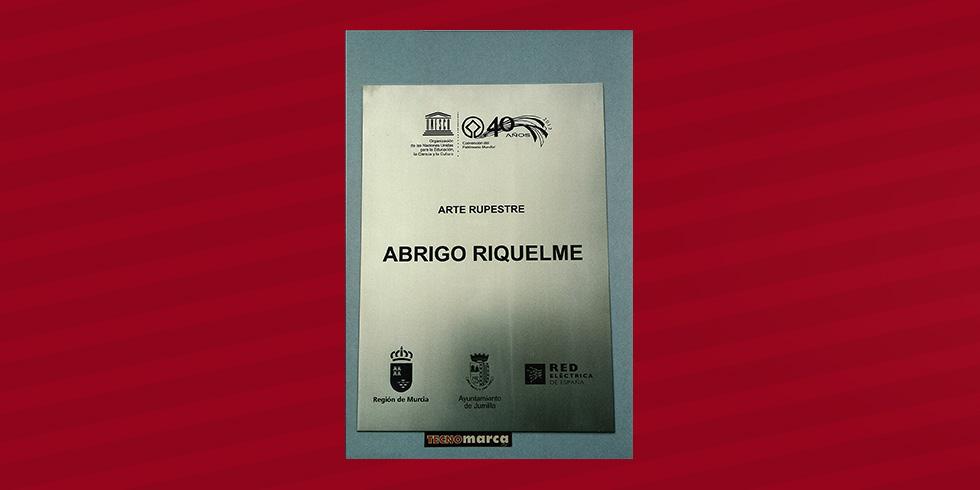 grabado láser acero Abrigo Riquelme