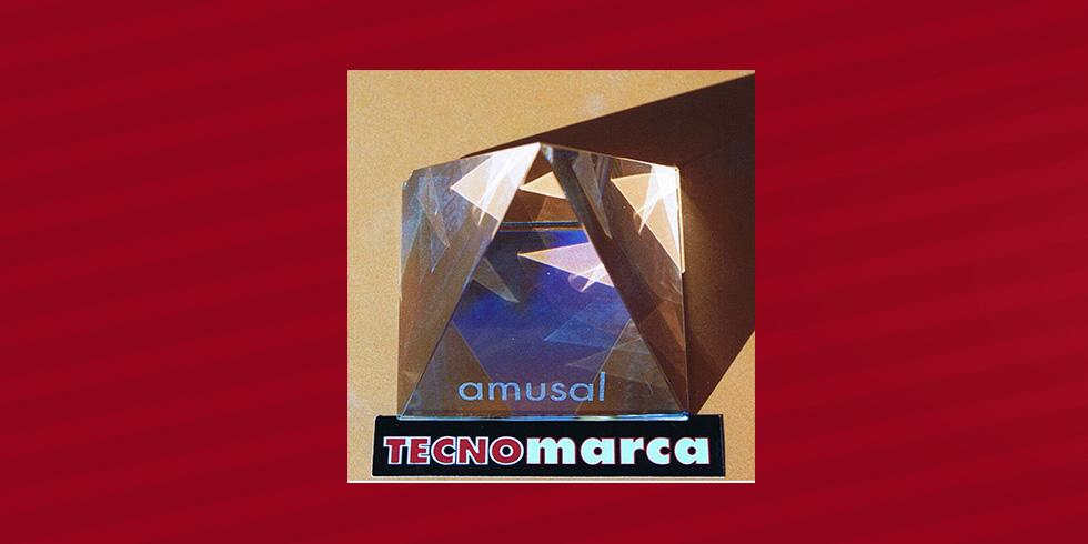 grabado láser pirámide de cristal Amusal