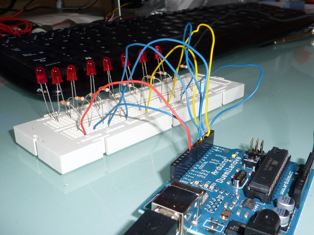 Primeros pasos con Arduino, práctica 1: el coche fantástico