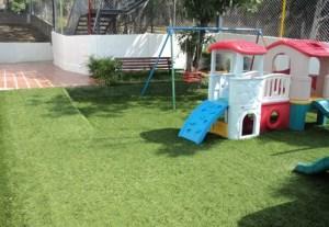 Nuevo Parque Infantil en Caracas con Césped Sintético,
