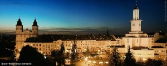 Cidade Ivano-Frankivsk vista à noite. hacker deixa cidade sem luz utilizando documento do office