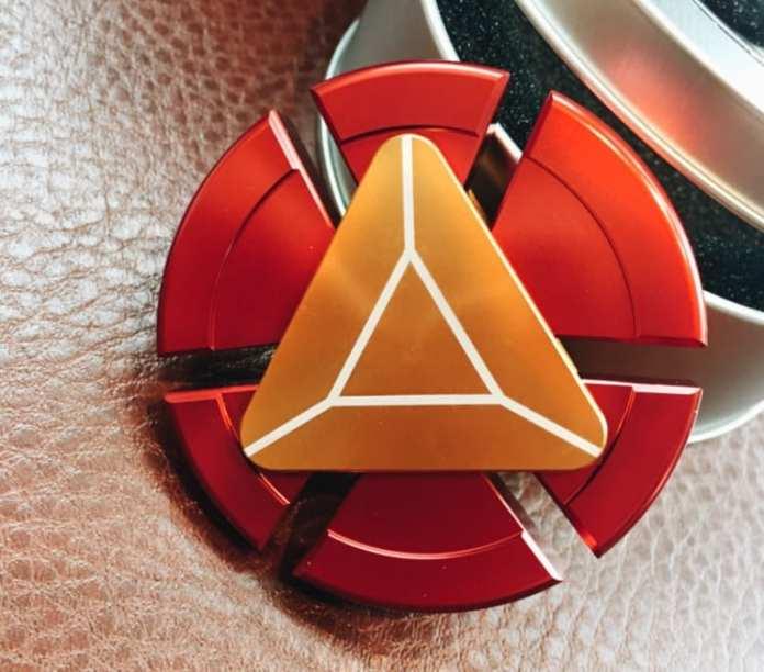 Fidget Spinner para muitos, o fidget spinner é mais do que um brinquedo, mas também um remédio Para muitos, o Fidget Spinner é mais do que um brinquedo, mas também um Remédio Fidget Spinner American captain Colorful metal Fast