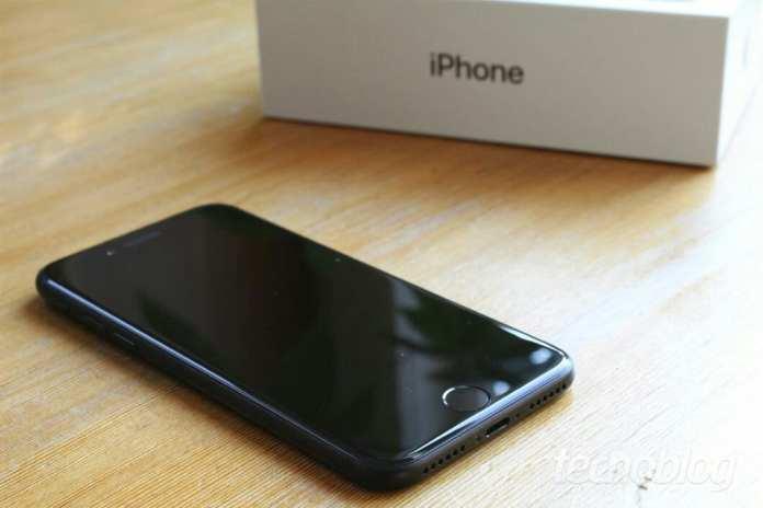iPhone x  O iPhone X inicia em US $ 999 – Mas os custos ocultos podem estar à espreita iphone 7 caixa 1060x707 295624126
