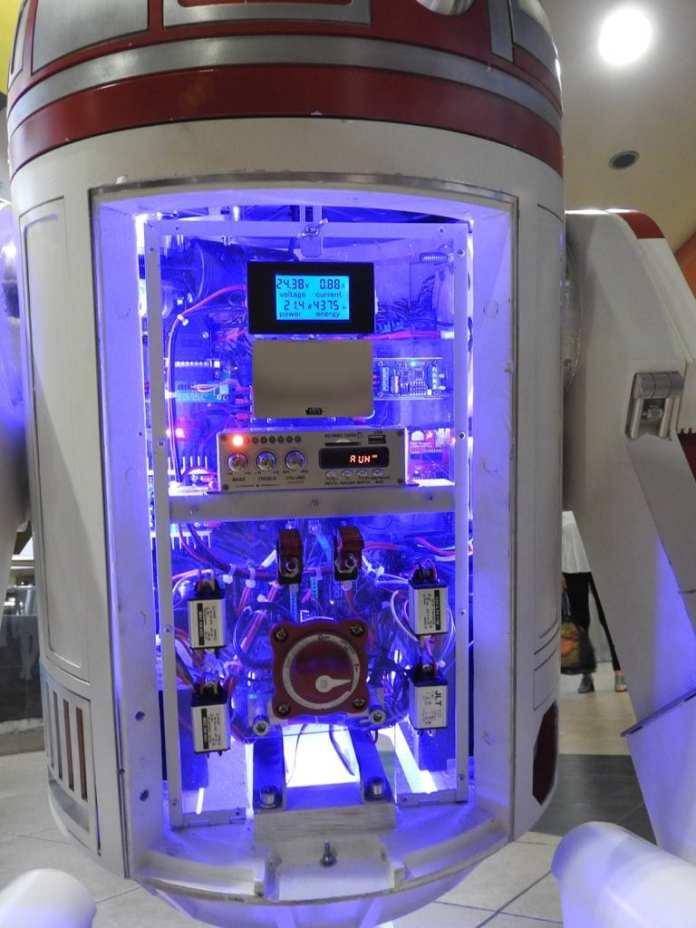 Arduino  Réplica do robô R4-P17 da saga Star Wars é construída com Arduino R4 P17 electronics7