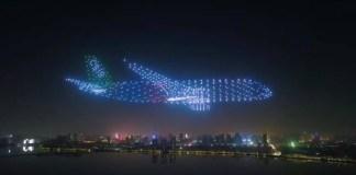 Na China, 800 drones formam 'avião fantasma' em festival