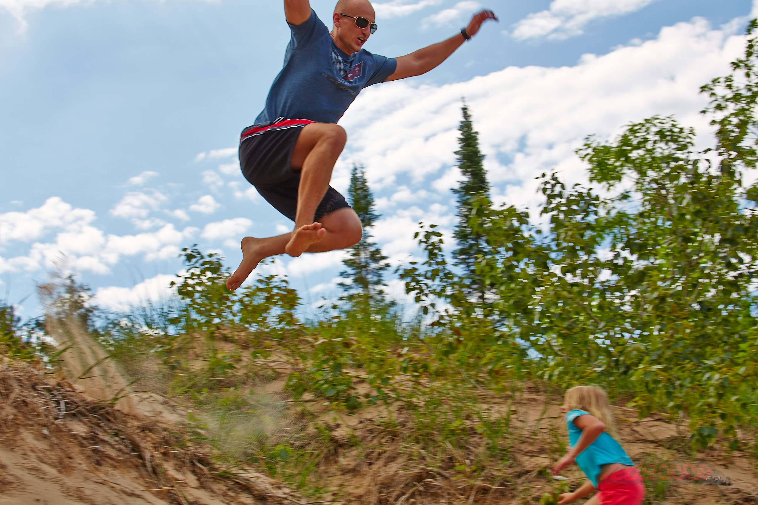 Watch out, small girl, for I am stomp mountain.