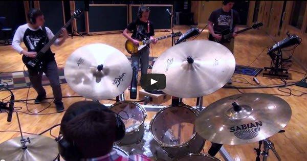 Incrível apresentação dos alunos do professor de música Aaron O'Keefe 5