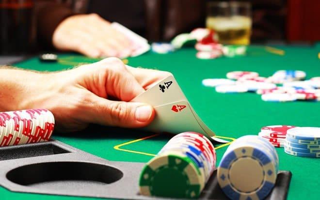 A pior mão do poker é aquela que você perde um dedo 3