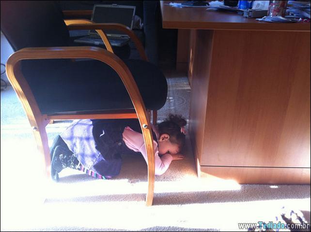 crianca-mestre-brincadeira-esconde-07