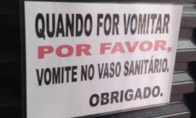 18 avisos engraçados que você só encontra nos banheiros brasileiros 21