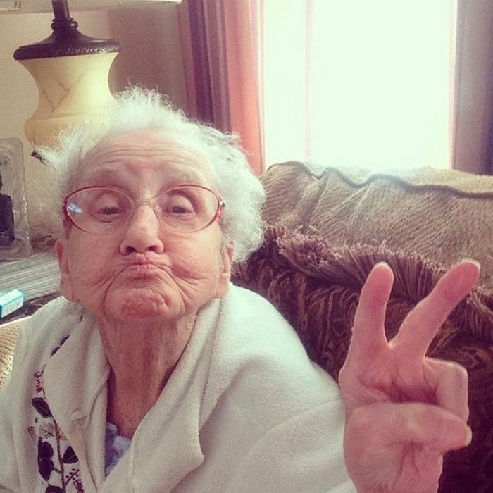 A vovó Betty não vai deixar que o câncer a impeça de sorrir, dê uma olhada nela