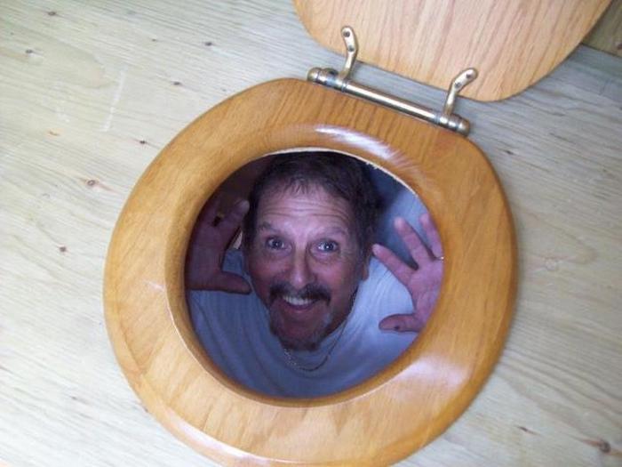 Meu pai está construindo um banheiro externo. É isso que ele me envia