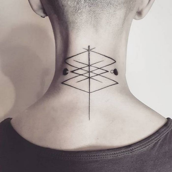 45 idéias inspiradoras de tatuagem para o pescoço e nuca 7