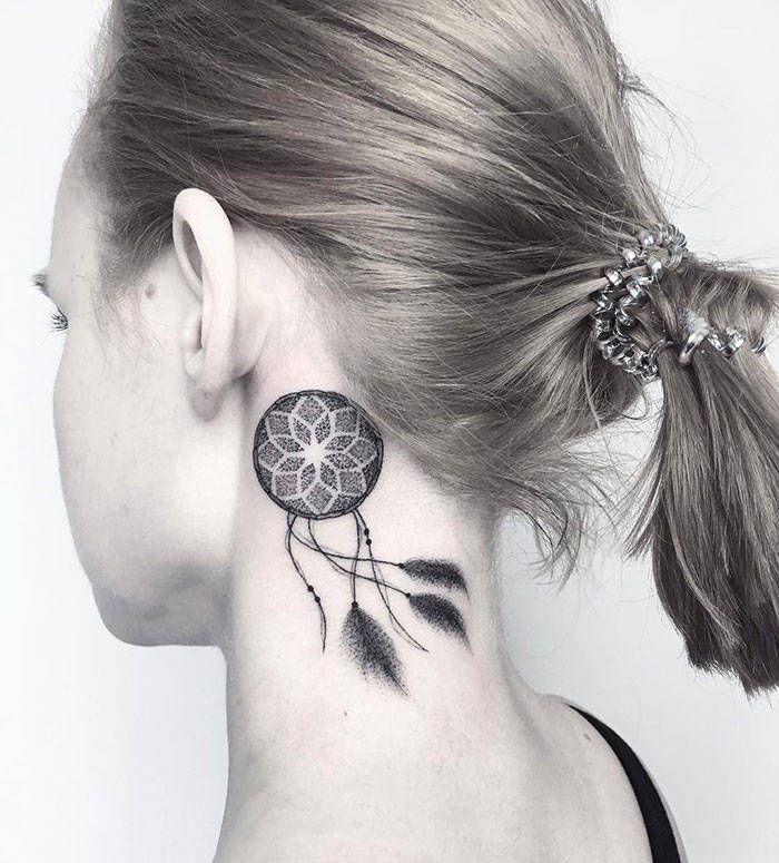 45 idéias inspiradoras de tatuagem para o pescoço e nuca 35