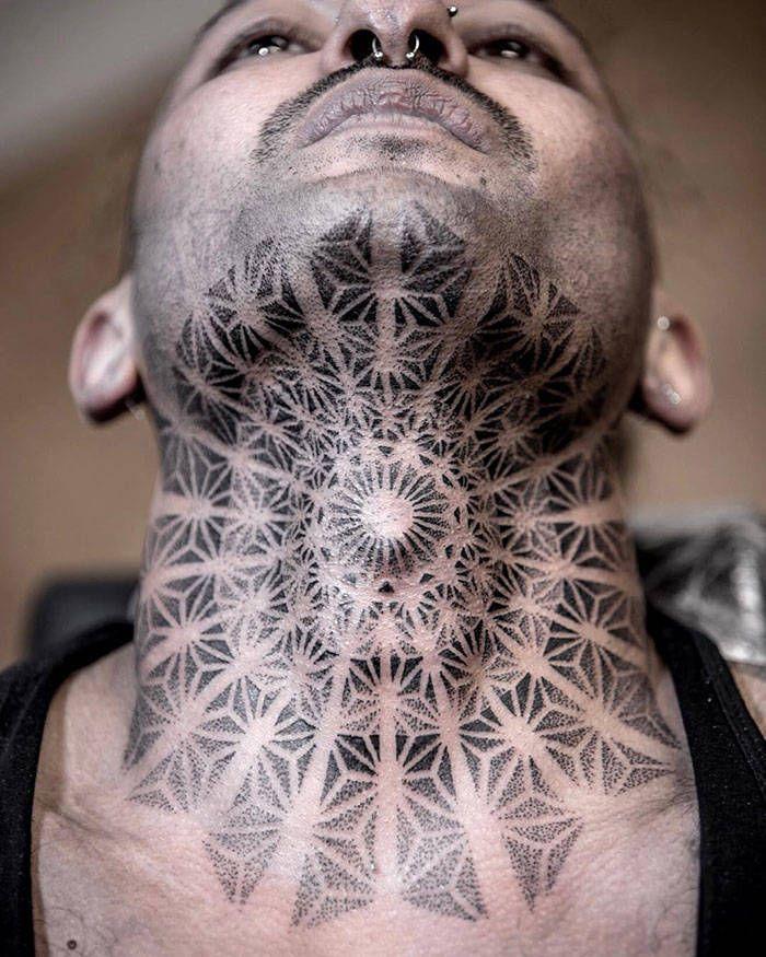 45 idéias inspiradoras de tatuagem para o pescoço e nuca 39