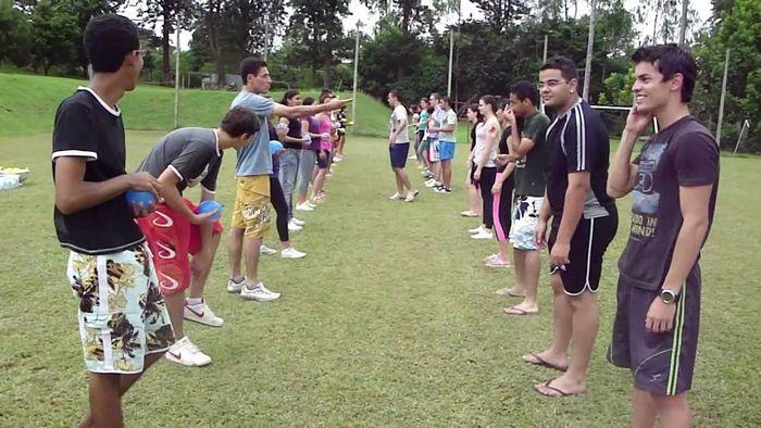 12 brincadeiras em grupo para se divertir com os amigos 6