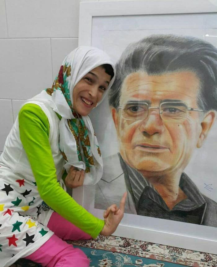 35 retratos incríveis desta artista iraniana com deficiência que usa apenas o Pé 4