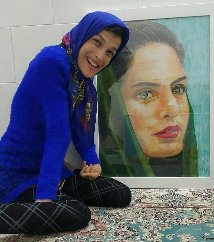 35 retratos incríveis desta artista iraniana com deficiência que usa apenas o Pé 18