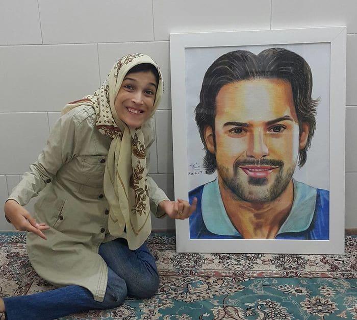 35 retratos incríveis desta artista iraniana com deficiência que usa apenas o Pé 30