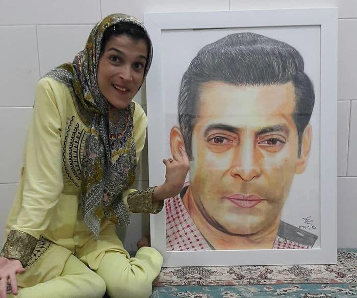 35 retratos incríveis desta artista iraniana com deficiência que usa apenas o Pé 34