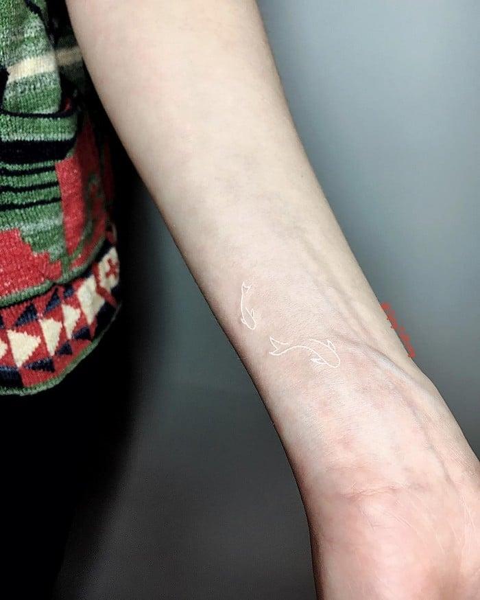 24 tatuagens que provam que o branco é o novo preto 17
