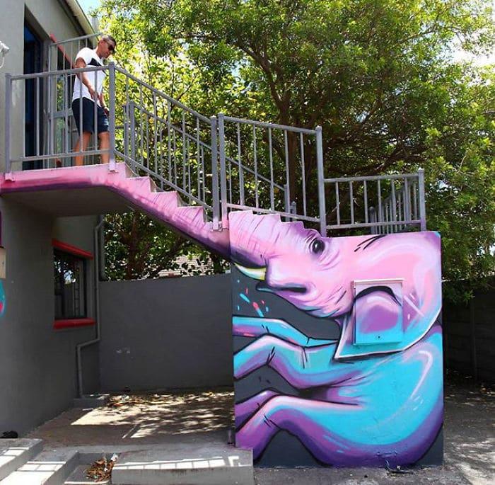 Artista sul-africano pinta grafites incríveis que interagem com o ambiente (32 fotos) 27