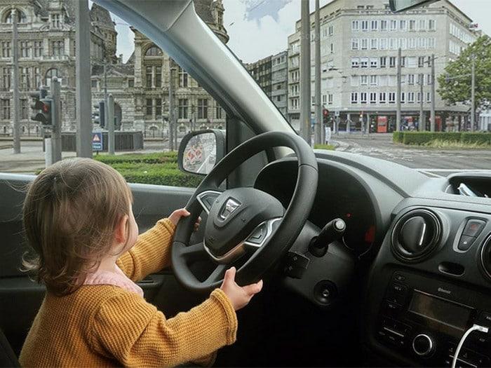 Pai usa Photoshop para por seu filho em situações de perigo para assustar os parentes 17