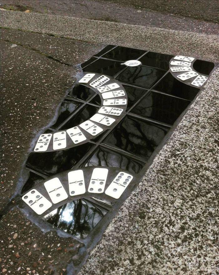 Artista conserta calçadas, buracos e edifícios rachados usando mosaicos vibrantes (30 fotos) 15