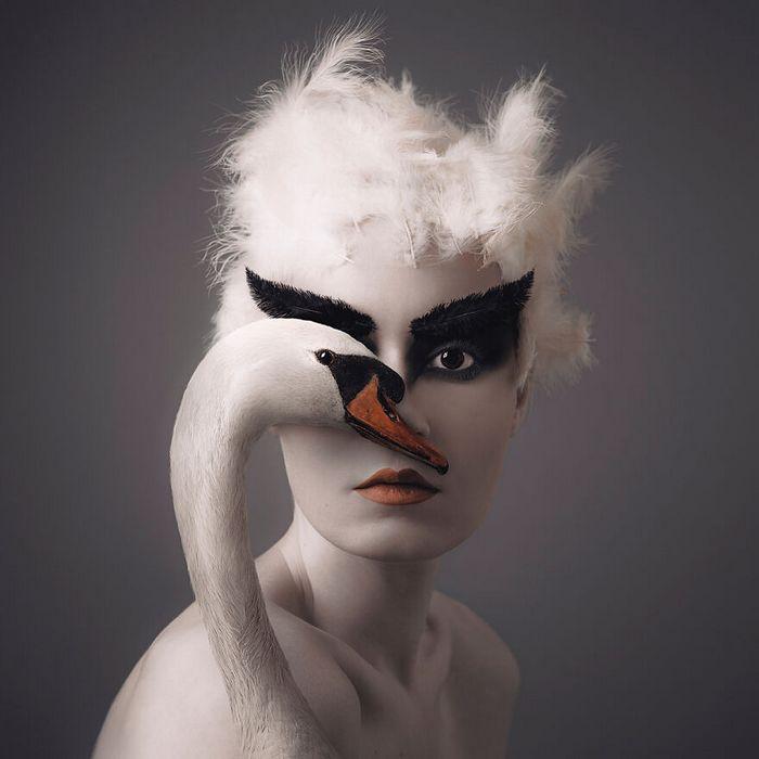 Artista húngara compartilha os olhos dos animais em sua série de auto-retratos (19 fotos) 16