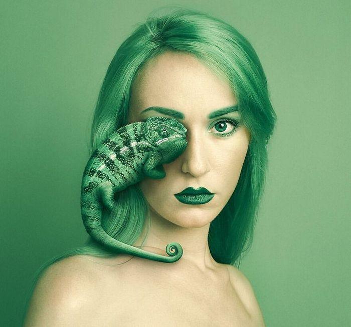 Artista húngara compartilha os olhos dos animais em sua série de auto-retratos (19 fotos) 20