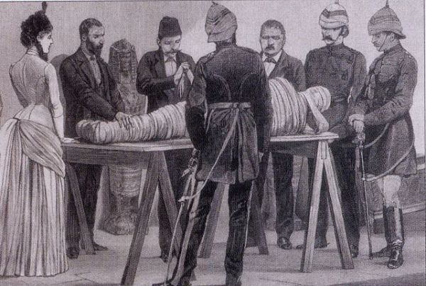 Victorian_mummy_unwrapping
