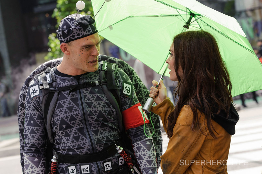 """NEW YORK, NY - MAY 20:  Actress Megan Fox (R) and actor Alan Ritchson as Ninja Turtle Raphael are seen filming on location for """"Teenage Mutant Ninja Turtles"""" on May 20, 2013 in New York City.  (Photo by Matthew Eisman/WireImage)"""
