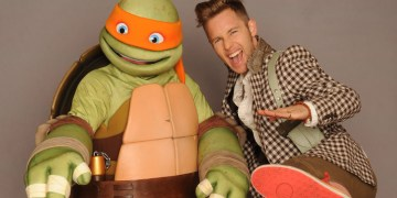 Greg Cipes hanging out with his favorite buddy -- Michelangelo! Image Source: Nickelodeon.