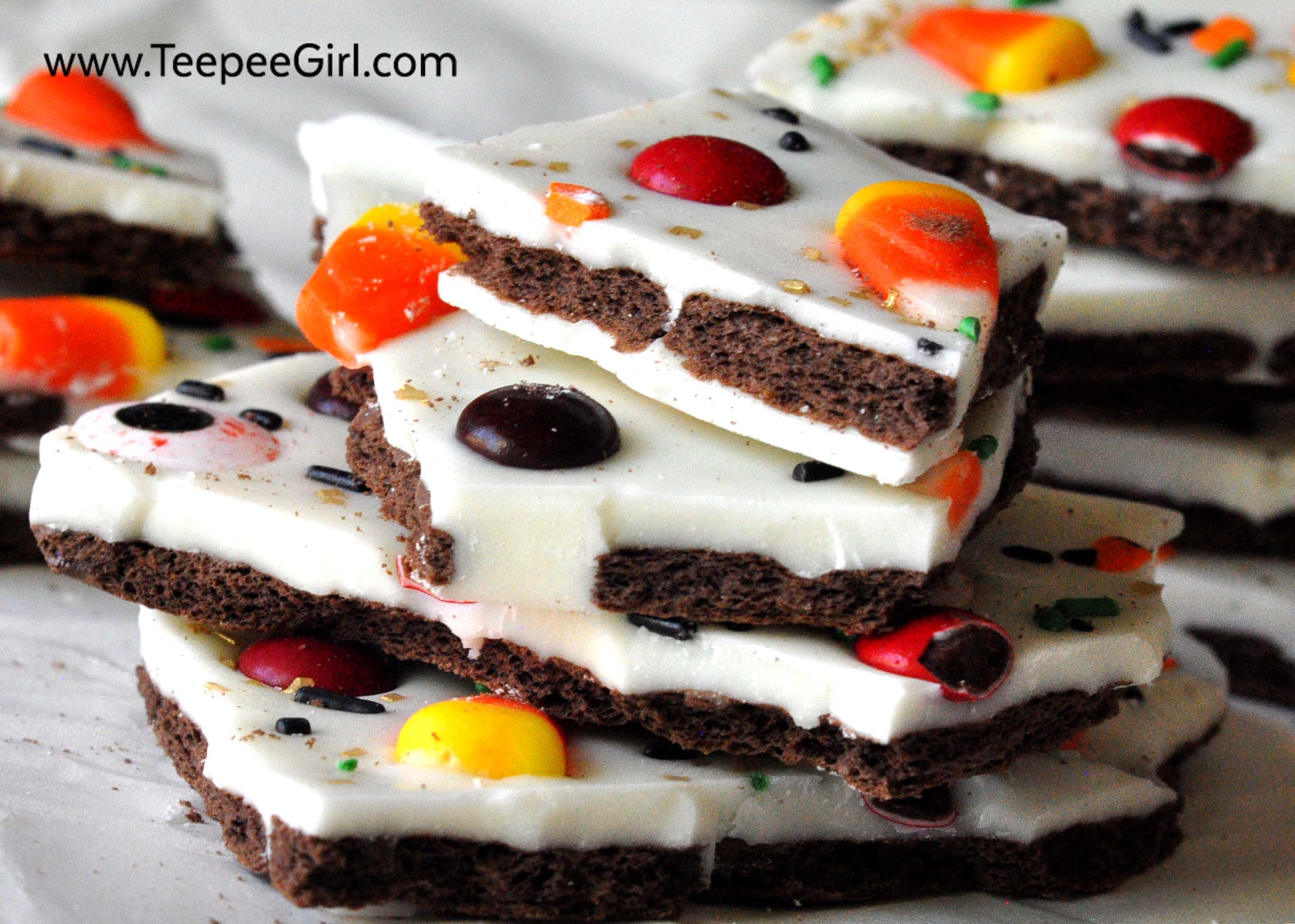 easy halloween candy bark this yummy and super easy halloween treat will be a crowd