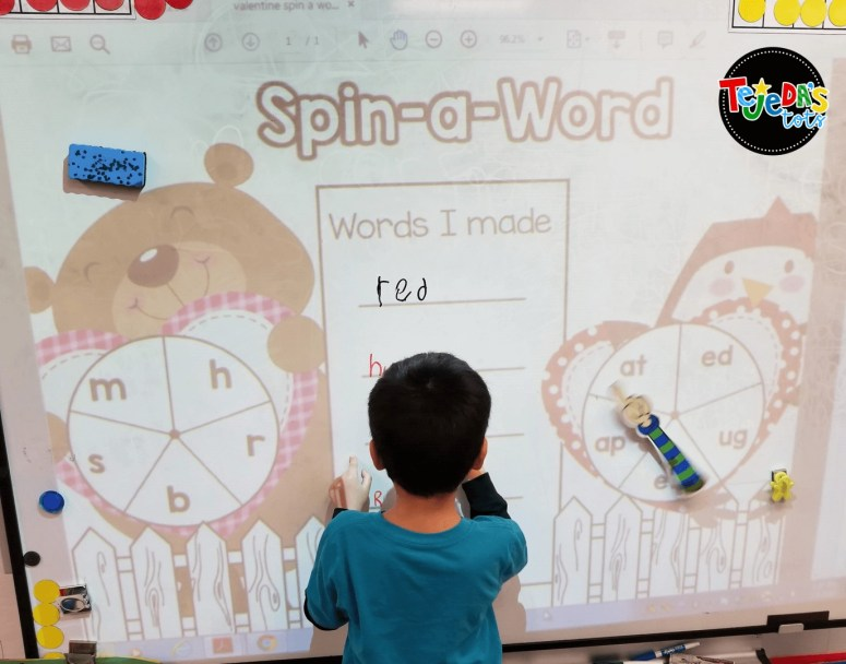 FREE Valentine-themed Spin-a-Word mat for use on your interactive whiteboard or centers. Get free Valentine's Day station activities for kindergarten and first grade! #tejedastots #valentinesdayactivities #valentinesdayfreebies
