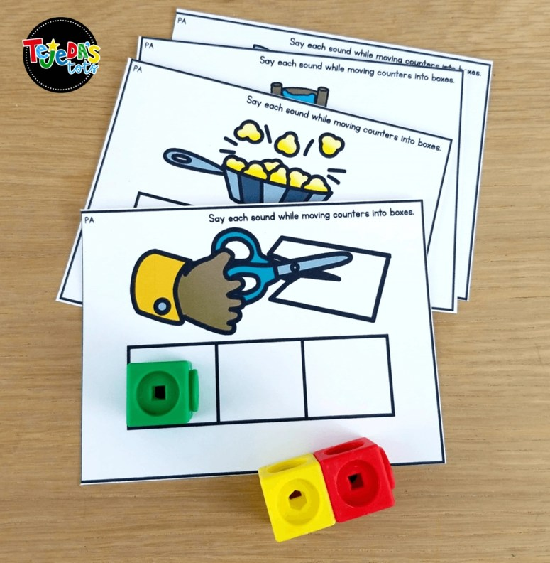 Use connecting cubes to make segmenting fun with Elkonin boxes! Perfect for guided reading or centers. #tejedastots #guidedreading