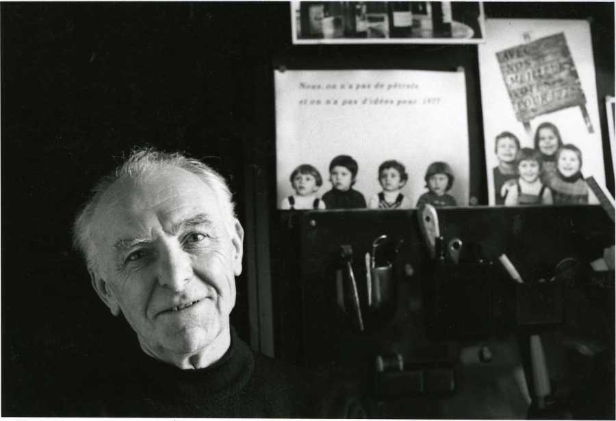 Robert Doisneau photographed by Bracha L. Ettinger in his studio in Montrouge, 1992.jpg More details French photographer Robert Doisneau photographed by Bracha L. Ettinger in his studio in Montrouge, 1992 All uses of this picture must attribute it to Bracha L. Ettinger, under the CC-BY-SA 2.5 License